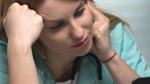 Profissionais de saúde estão mais expostos a problemas relacionados a ansiedade e depressão. Saiba identificar os sintomas da depressão